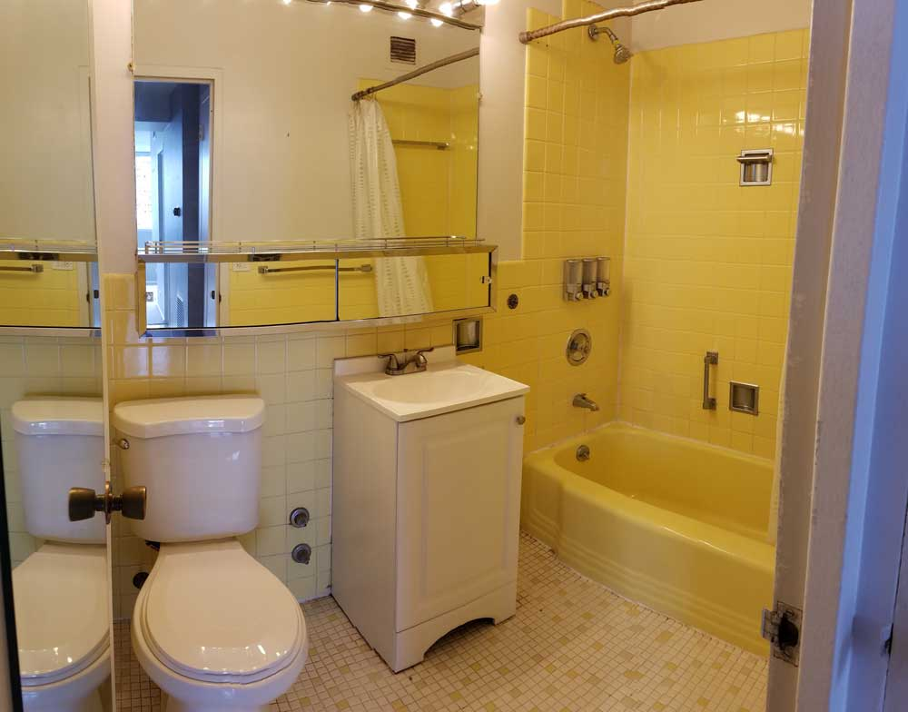 "- Yellow bathroom - How to use ""Color"" in your home"